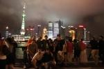Becarios en el Skyline de Shanghai (noche)